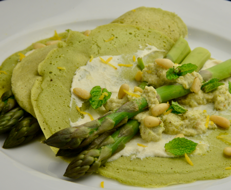 Sorrel Crêpes with Asparagus